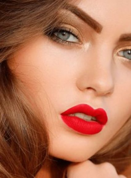 What eyeshadow to wear with red lipstick?